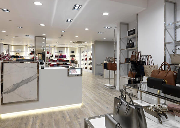 retail handbag shop display ideas