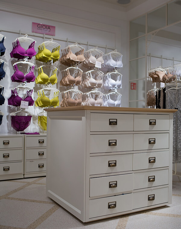 bra display cabinet