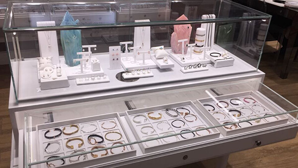 jewelry store fixtures and displays