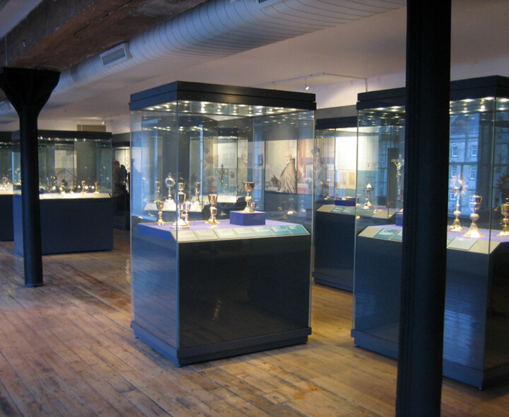 museum quality display cases