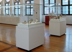 museum pedestal display cases