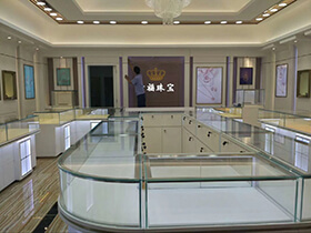 jewelry store display cases for LOL jewelrs completed